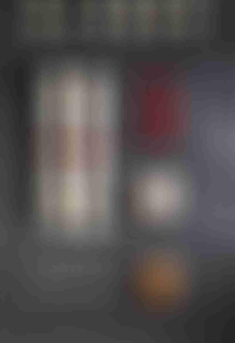 火辣指數二顆辛的香蒜黃金椒,濃厚蒜味,佐以蔥酥、辣椒,調製成香辣炸醬,與勁彈滑順的經典細麵完美融合,鹹香入味、香辣併重,咬起來特別夠味,適合愛吃辣、重口味、喜歡有豆瓣香辣味的嗜辣者,讓你吃上三口就辣上癮!